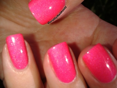 Bubble yummo Lilypad lacquer indoors sunlight close up