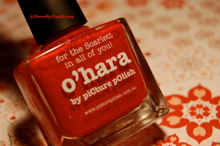 Picture Polish O'Hara swatch au soleil (outdoors)