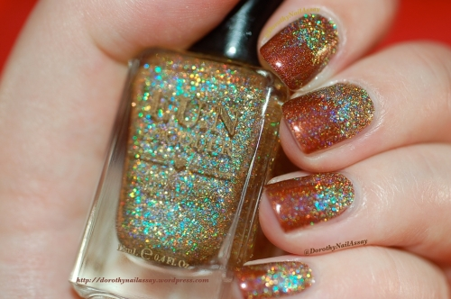 Fun lacquer gradient merida et million dollar dream. Artificial lightening, intdoors.