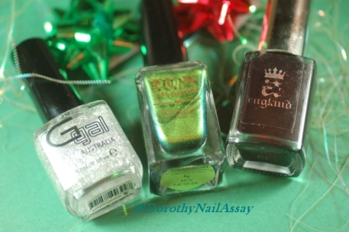 Fun Lacquer C'est Noël, Christmas tree nail art material, indoors artificial lightening.