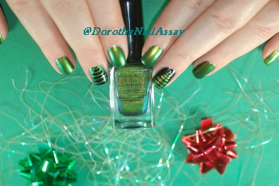 Fun Lacquer C'est Noël, Christmas tree nail art, indoors artificial lightening.