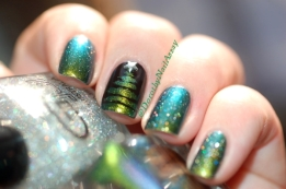 Fun Lacquer C'est Noël, Christmas tree nail art, outdoors sunlight .