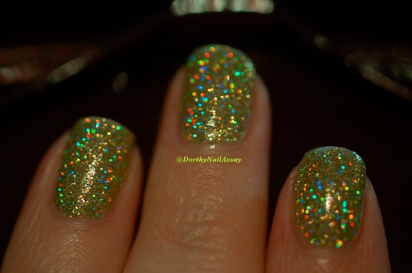 FUN lacquer mistletoe swatch 13