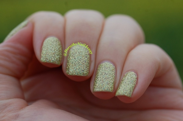 FUN lacquer mistletoe swatch 14