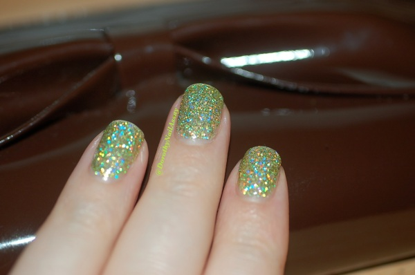 FUN lacquer mistletoe swatch 16