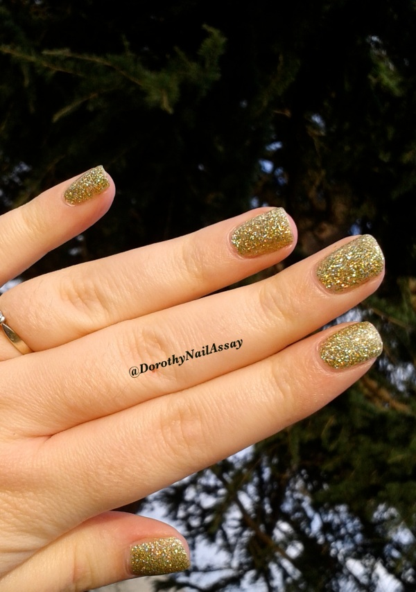 FUN lacquer mistletoe swatch15