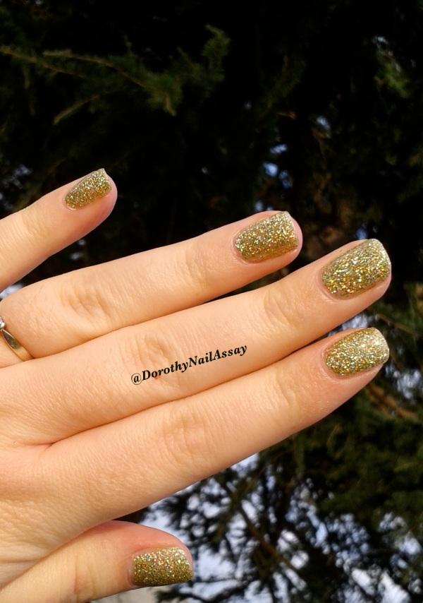 FUN lacquer mistletoe swatch15