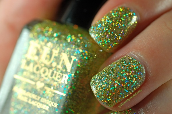 FUN lacquer mistletoe swatch5