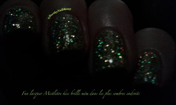 FUN lacquer mistletoe swatch8 dans la nuit