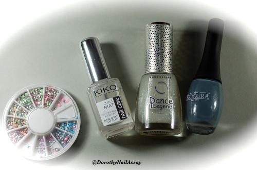 Matériel et méthode: nail art marelle pour le nailstorming jeux et jouets. Biocura n°7, Dance Legend TOP Sahara, KIKO top coat mat, Studs nee jolie.