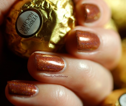 Merida 2,0 princess collection FUN lacquer with Ferrrero rocher christmas chocolate, indoors artificial lightening.