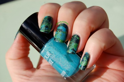 Nail art splatter and dripping  inspired By Pollock, with Colour alike 501, 513 and 517, outdoors sunlight.