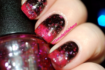New year eve nail art with Aengland Lancelot, Lilypad Bubble Yummo and OPI Blush Hour, indoors artificial lightening.