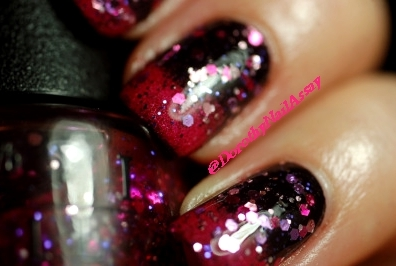 close up New year eve nail art with Aengland Lancelot, Lilypad Bubble Yummo and OPI Blush Hour, indoors artificial lightening.