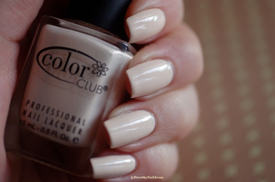 Poetic Hues Color Club swatch, natural lightening , outdoors.