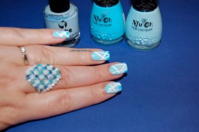 Nail art gradient bleu piscine et géométrique avec NFU oh et Sèche, indoor, artificial lightening.