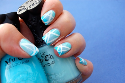 Nail art gradient blue et geometric avec NFU oh & Sèche, indoor, artificial lightening.