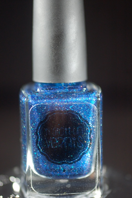 I baught my very firts polish  from the super wow french brand Il Etait un Vernis, crush on Blue, juste a crush!
