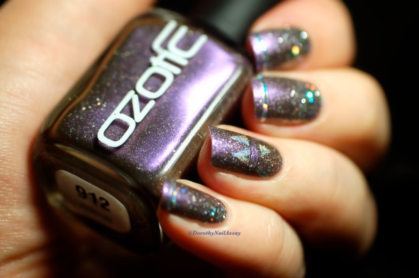 Marine Loves Polish Happy Bday Ozotic  912 glitter gradient (NfuOh GS09 Picture pOlish Glitter Ball), artificial light.