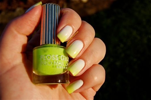 Gradient  white-green with Alpine Snow OPI & Con Limon Floss Gloss, natural sunlight, outdoors.