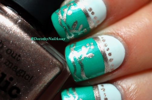 Close up on my nail art freehand  inspired by english porcelain  with Picture pOlish Jade and Metallic Mush. Artificial light.