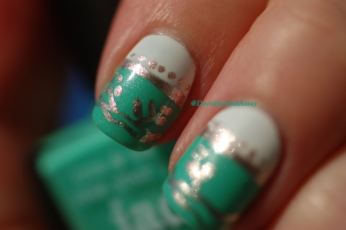 Close up on my nail art freehand  inspired by english porcelain  with Picture pOlish Jade and Metallic Mush. Natural sunlight.