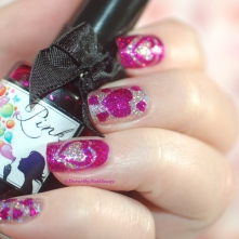 Valentine's day nail art with Soap bubble Pink from Esmaltes da kelly on Proima Donna H from Fun lacquer, artificiallight, indoors.