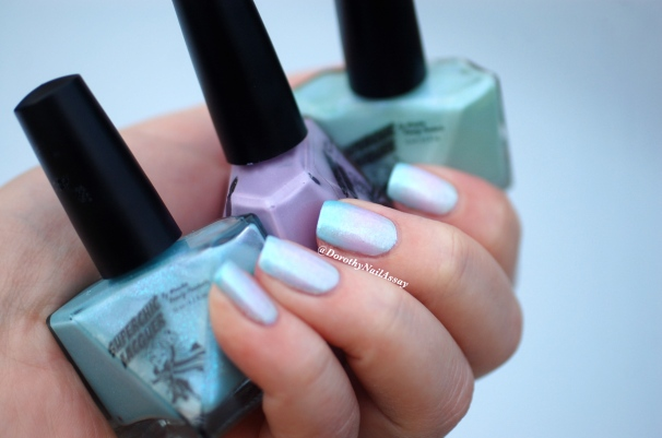 Unicorn mani: with gradient of Superchic lacquers (Coming Unblued +Figmint of my reality +Shrinkik Violet), natural light.