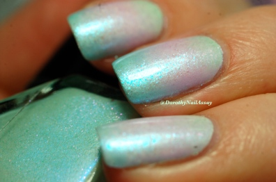 Look at these shimmers...gradient of Superchic lacquers (Coming Unblued +Figmint of my reality +Shrinkik Violet), artificial light.