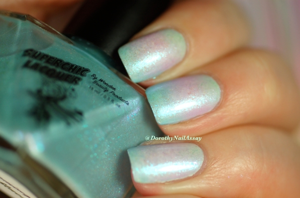 Unicorn mani: with gradient of Superchic lacquers (Coming Unblued +Figmint of my reality +Shrinkik Violet), artificial light.