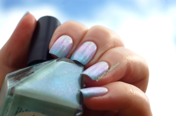 Unicorn mani: with gradient of Superchic lacquers (Coming Unblued +Figmint of my reality +Shrinkik Violet), sunlight.