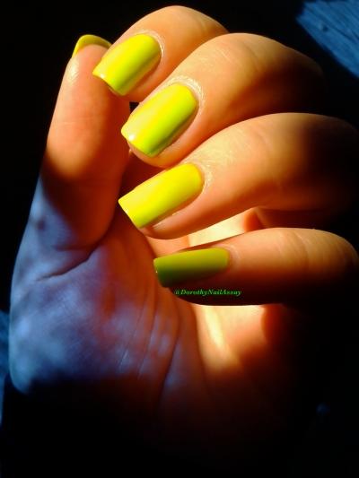 Swatch  floss gloss con limon, neon green wow, sunlight light, indoors church.