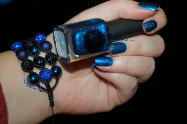 Swatch Il Etait Un Vernis Crush on blue ( 2 coats + top coat), artificial light.