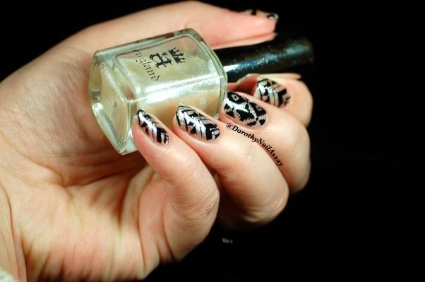 Nail Art fashion week 2015 Tribal/Aztec