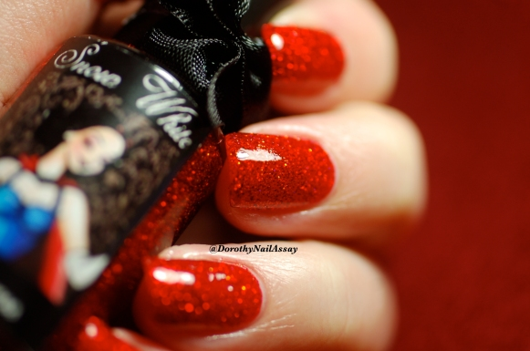 Close up  Snow white Esmaltes Da Kelly , artificial light,