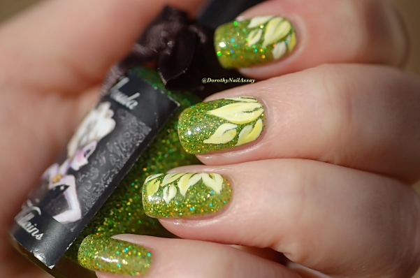 Spring flower nail art  on Ursula Esmaltes Da Kelly, natural sunlight.