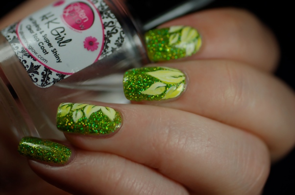 Spring flower nail art  on Ursula Esmaltes Da Kelly,artificial light.