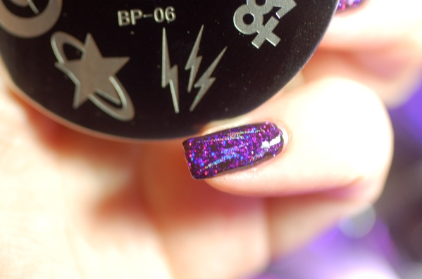 Nail art stamping plate sailor moon Née Jolie. Artificial Light.