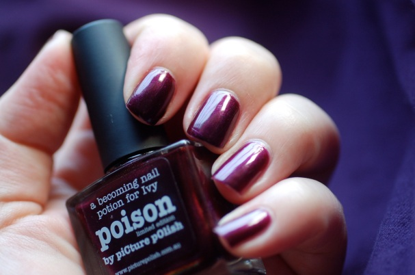 swatch Poison Picture Polish, natural light