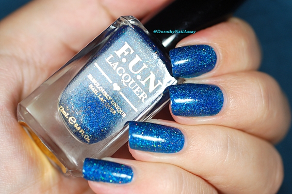 FUN lacquer blue tears lumière naturelle