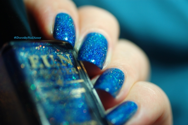 FUN lacquer blue tears artificial light