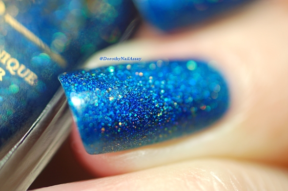 FUN lacquer blue tears macro artificial light