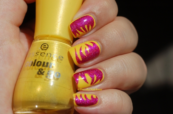 nail art abstrait IEUV under the pink et essence 8