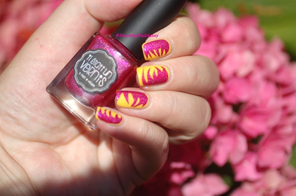nail art abstrait IEUV under the pink et essence