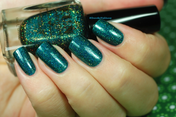 Glitzy Glam Fun Lacquer artificial light