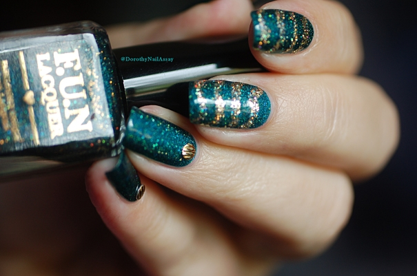 Glitzy Glam + King Fun Lacquer glitter nail art en lumière naturelle
