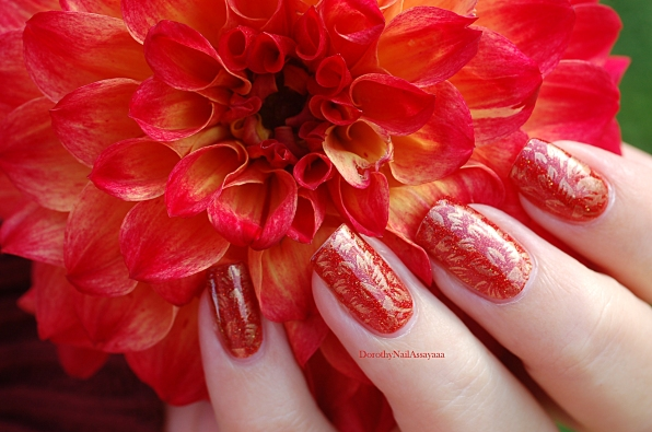 seductive marmalade FUN lacquer + stamping Pueen 93 in natural daylight no sun