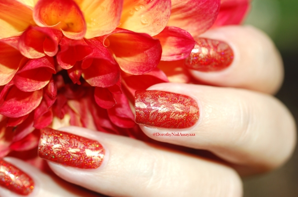 seductive marmalade FUN lacquer + stamping Pueen 93 in natural daylight in the sun