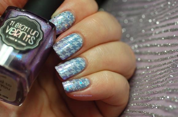 nail art stamping Moyou pro 04 Pied de poule et placement de paillettes sur l'index et le'auriculaire