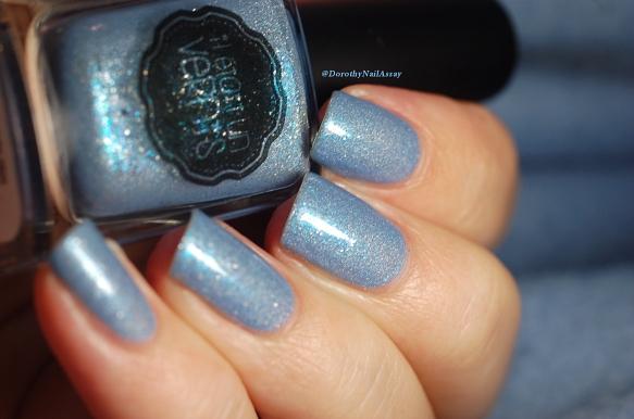 swatch Hydrangea il etait un vernis et son shimmer bleu turquoise grâce aux glass flakes
